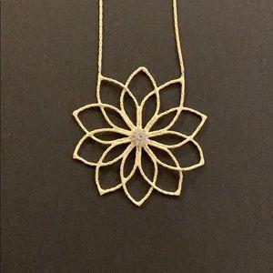 READ DESCRIPTION 🍒BUNDLE SALE🍒 flower necklace